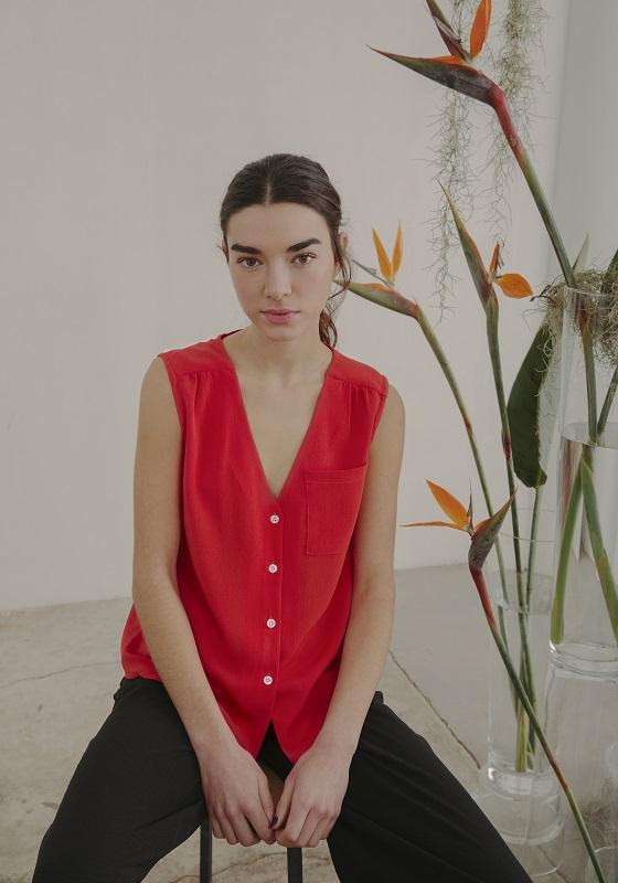 camisa-sin-mangas-roja