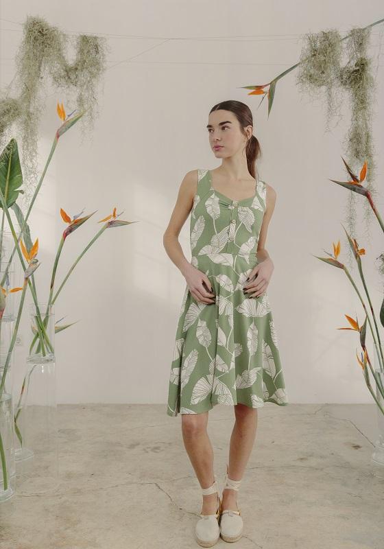 vestido-corto-estampado-hojas-verde