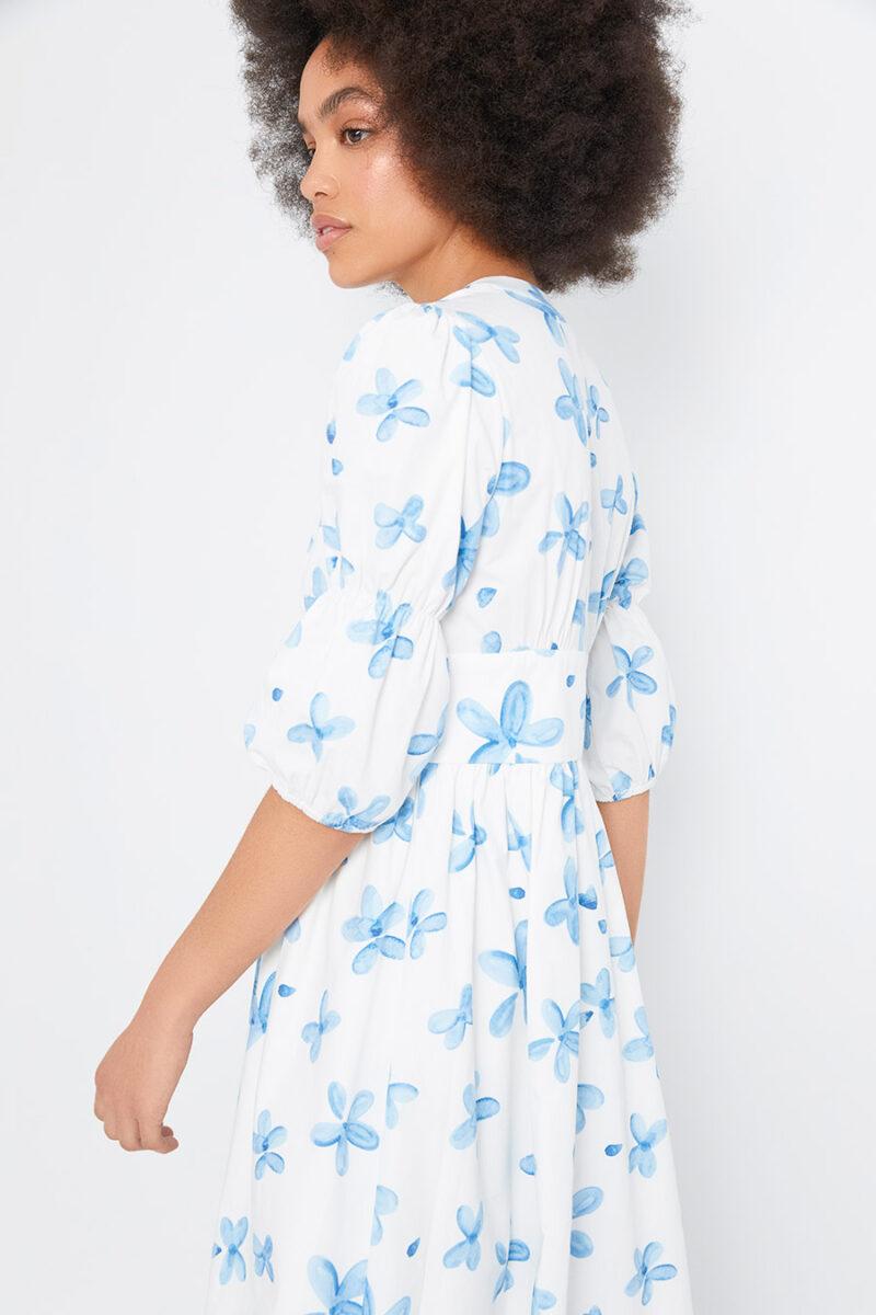 vestido-estampado-flores-azules