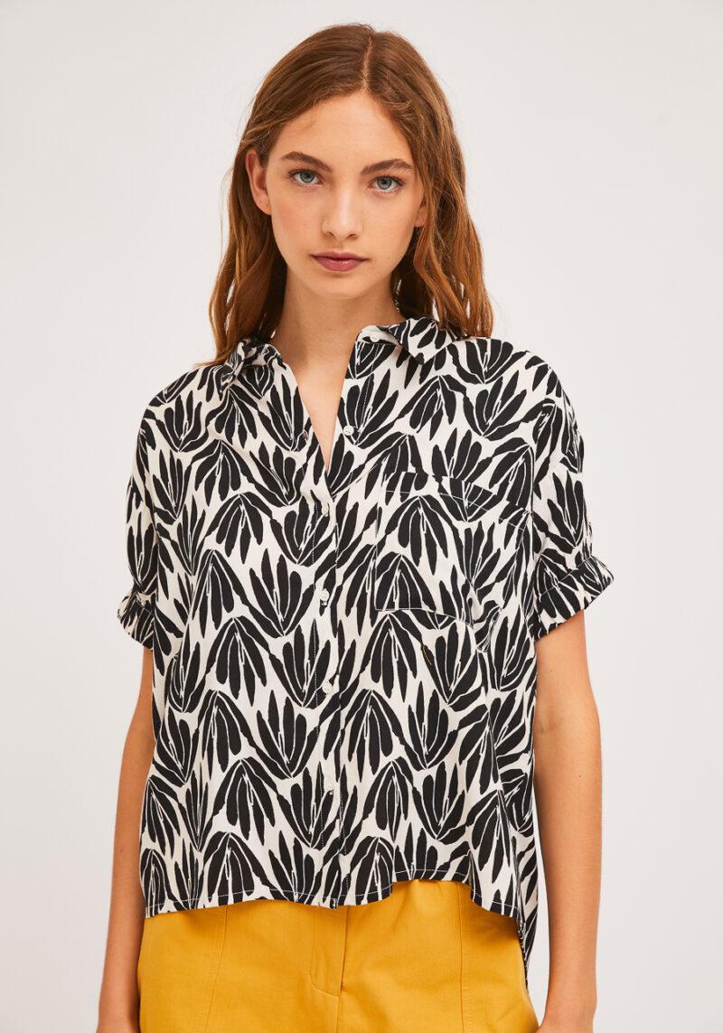 camisa-blanca-estampado-floral-negro