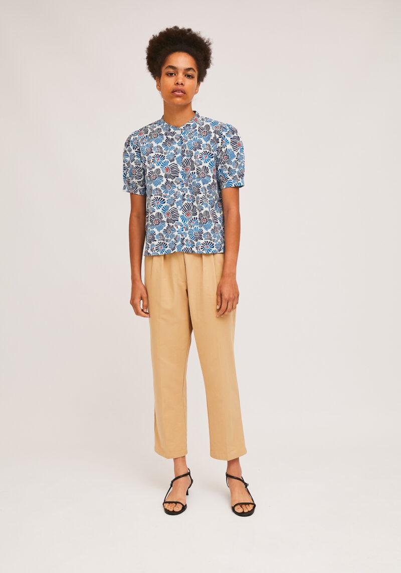 camisa-estampado-margaritas-azules