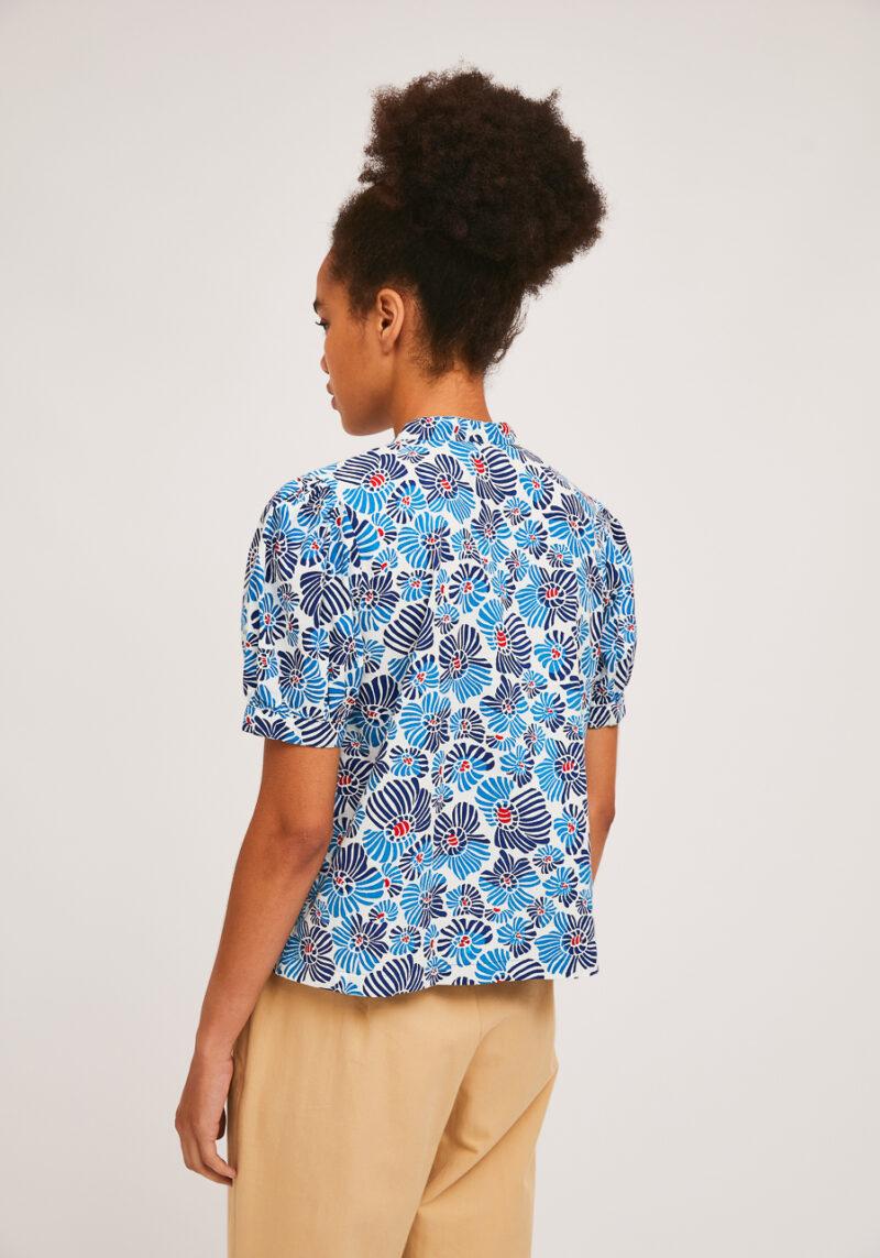camisa-mangas-abullonadas-flores