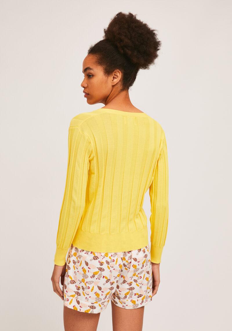 cardigan-amarillo-escote-pico