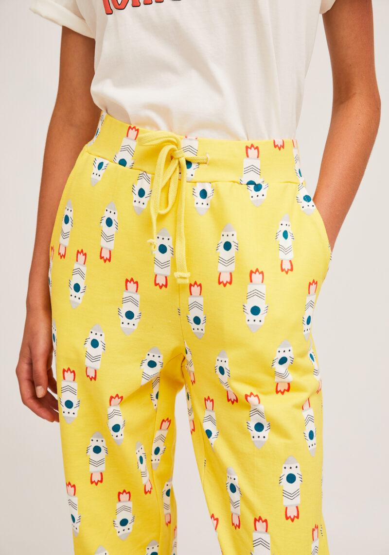 pantalones-amarillos-estampado-cohetes-algodon