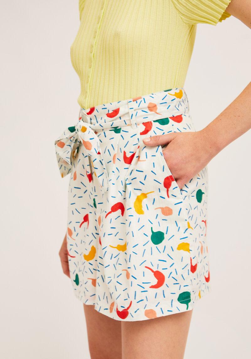 pantalones-cortos-estampado-pimientos