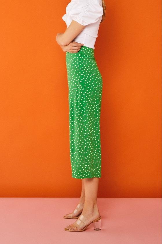 pantalones-culotte-verde-estampado-topos