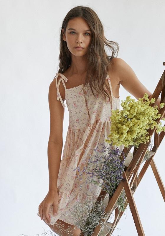 vestido-corto-flores-rosas-pepa