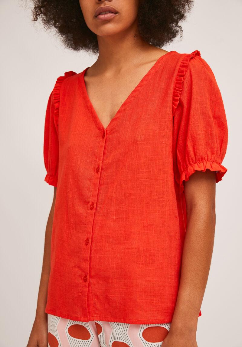 camisa-roja-escote-pico