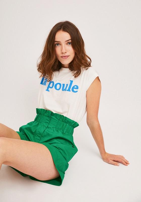 camiseta-blanca-letras-relieve