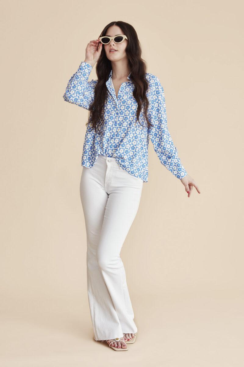 camisa-azul-estampado-margaritas