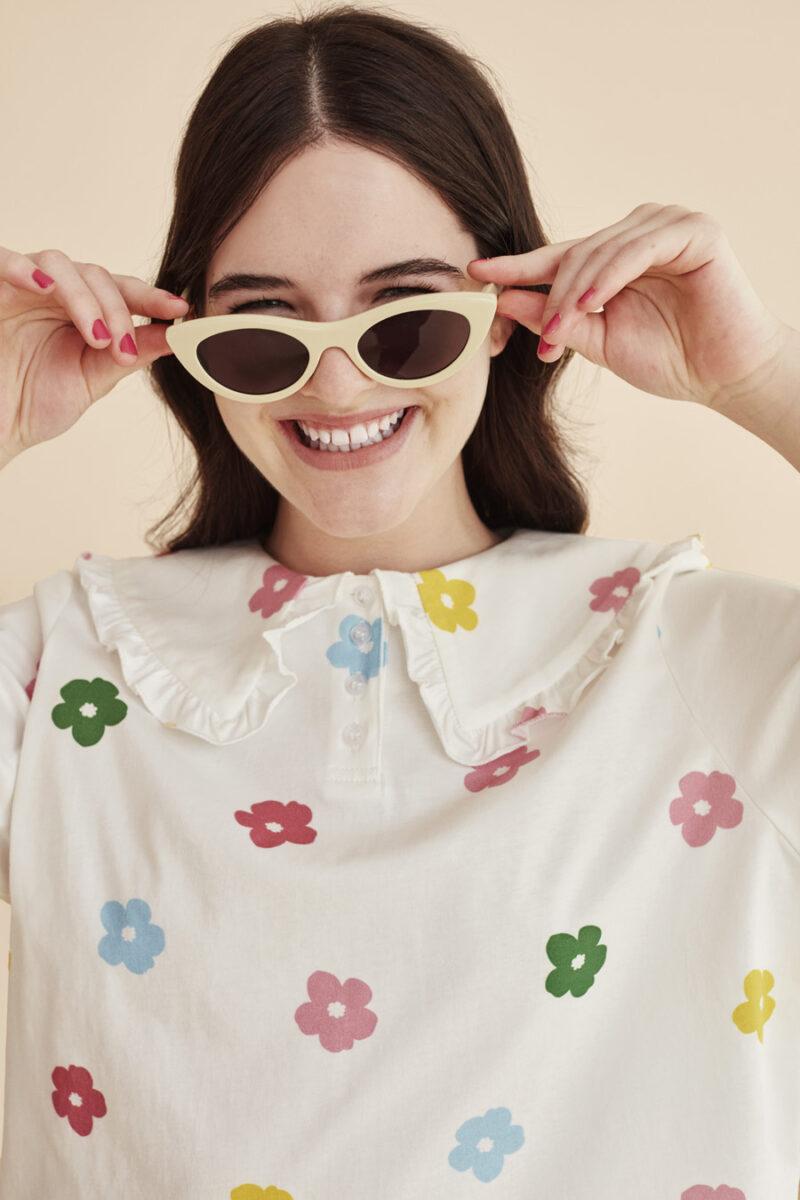 camiseta-con-cuello-volantes-estampado-flores