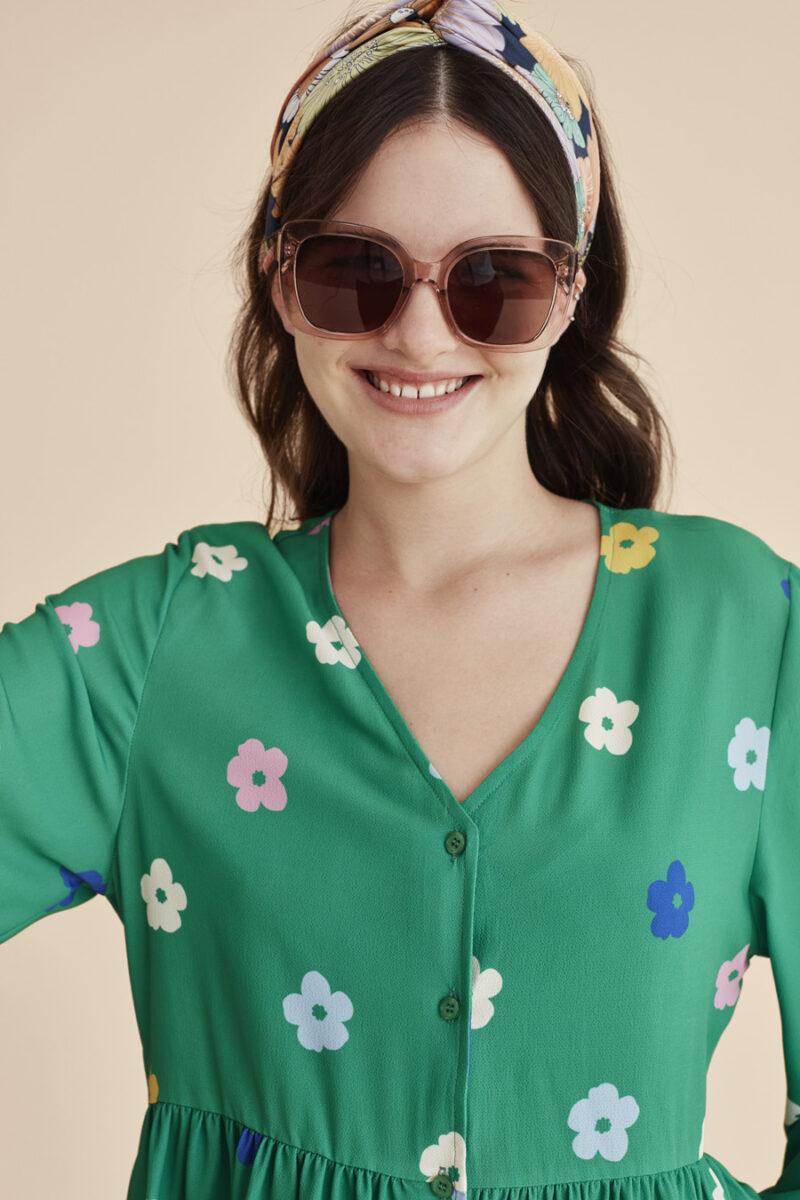 vestido-pico-verde-estampado-flores