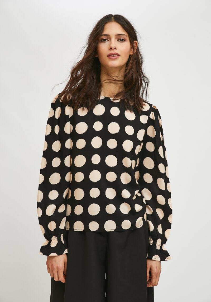blusa-estampado-lunares-blanco-negro