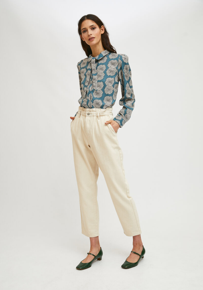 camisa-de-cuello-con-lazo-crisantemo