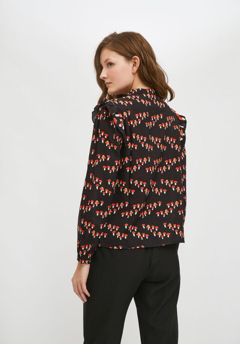camisa-negra-estampado-setas-cuello-mao