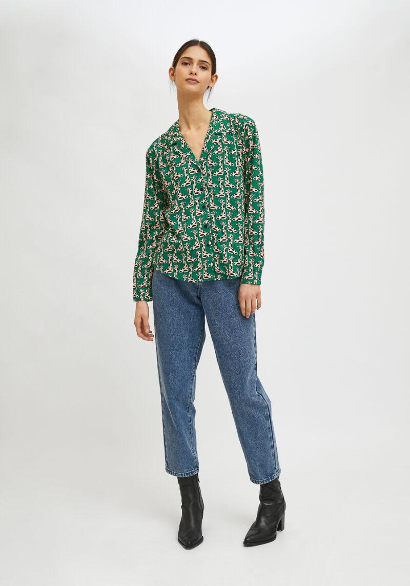 camisa-verde-estampado-jirafas