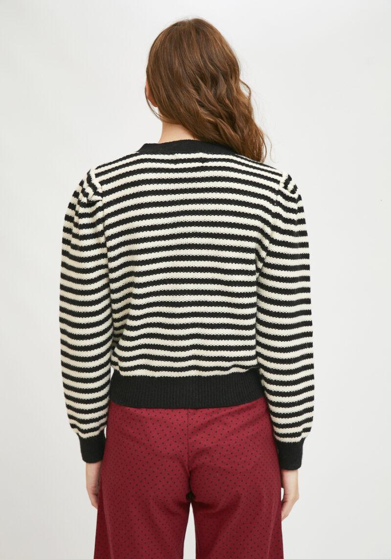 chaqueta-de-punto-con-estampado-rayas-blancas-negras