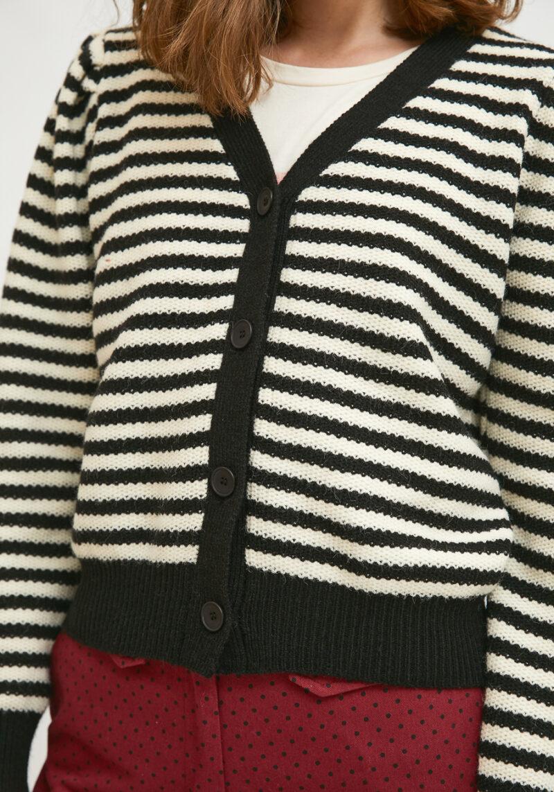 chaqueta-punto-rayas-blancas-negras