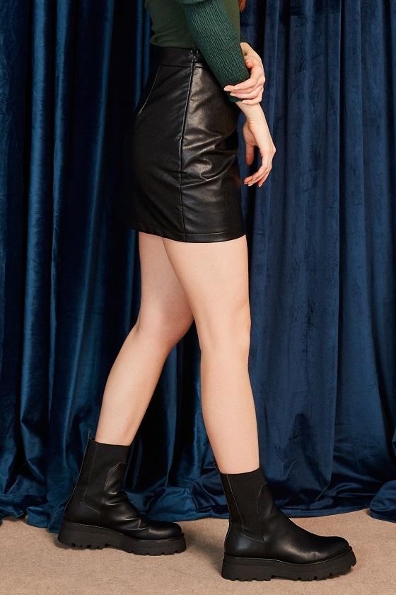 falda-corta-efecto-piel-drapeado