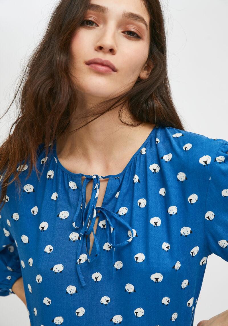 vestido-azul-estampado-ovejas-mangas-largas