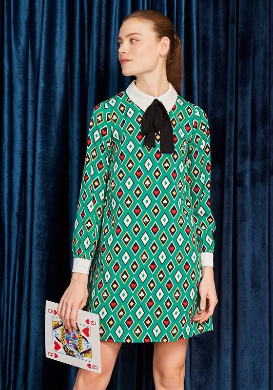 vestido-corto-color-verde-estampado-poker