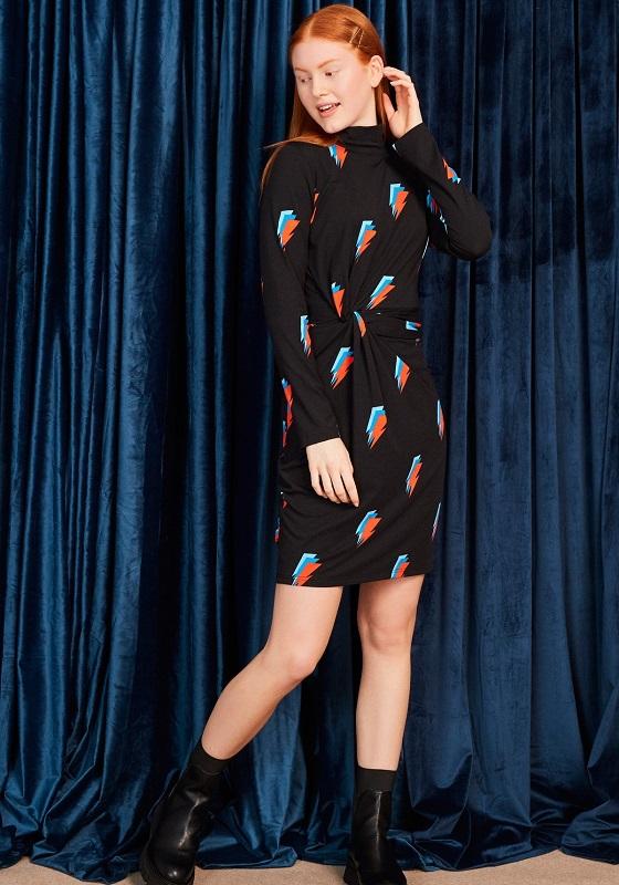 vestido-negro-mangas-largas-estampado-rayos