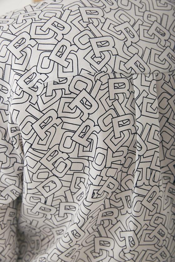 camisa-estampado-letras-blanco-negro
