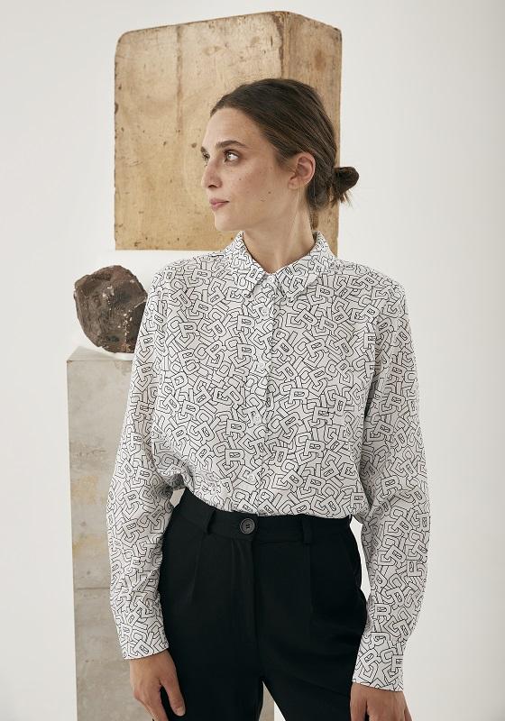 camisa-mangas-largas-blanca-estampado-letras