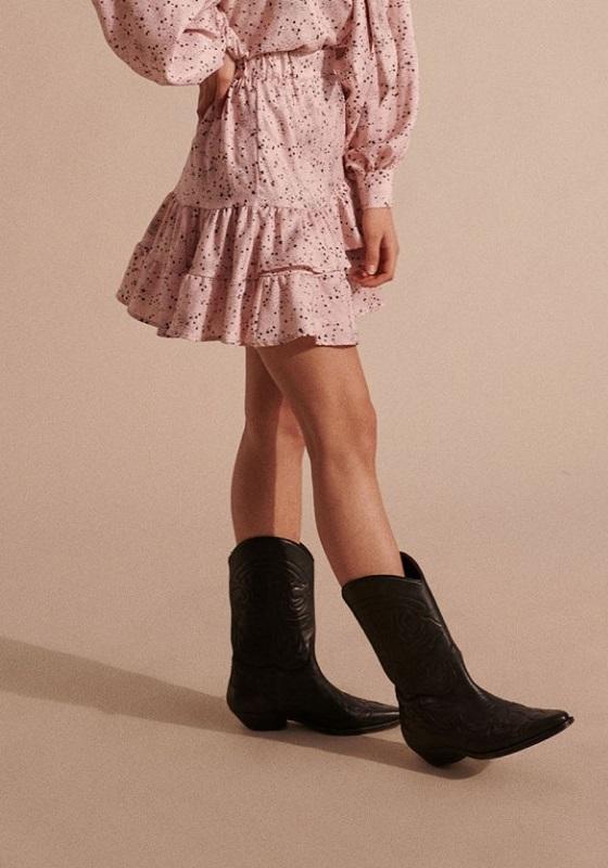 falda-corta-rosa-estampado-estrellas-alba