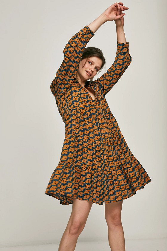 vestido-abotonado-estampado-mostaza