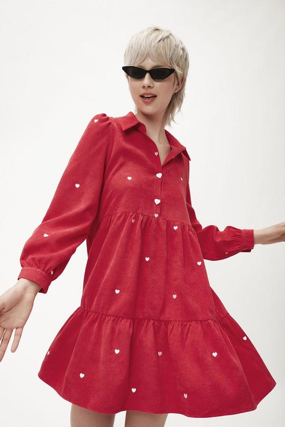 vestido-corto-pana-rojo-bordado-corazones