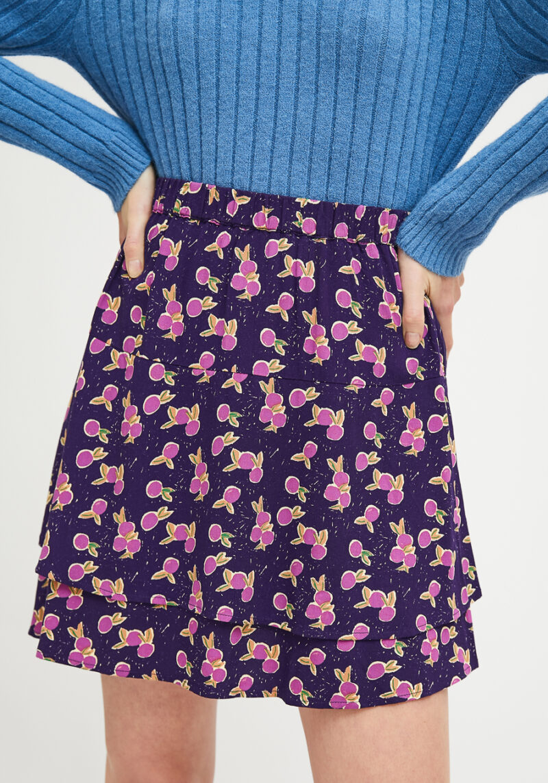 falda-corta-estampado-ciruelas