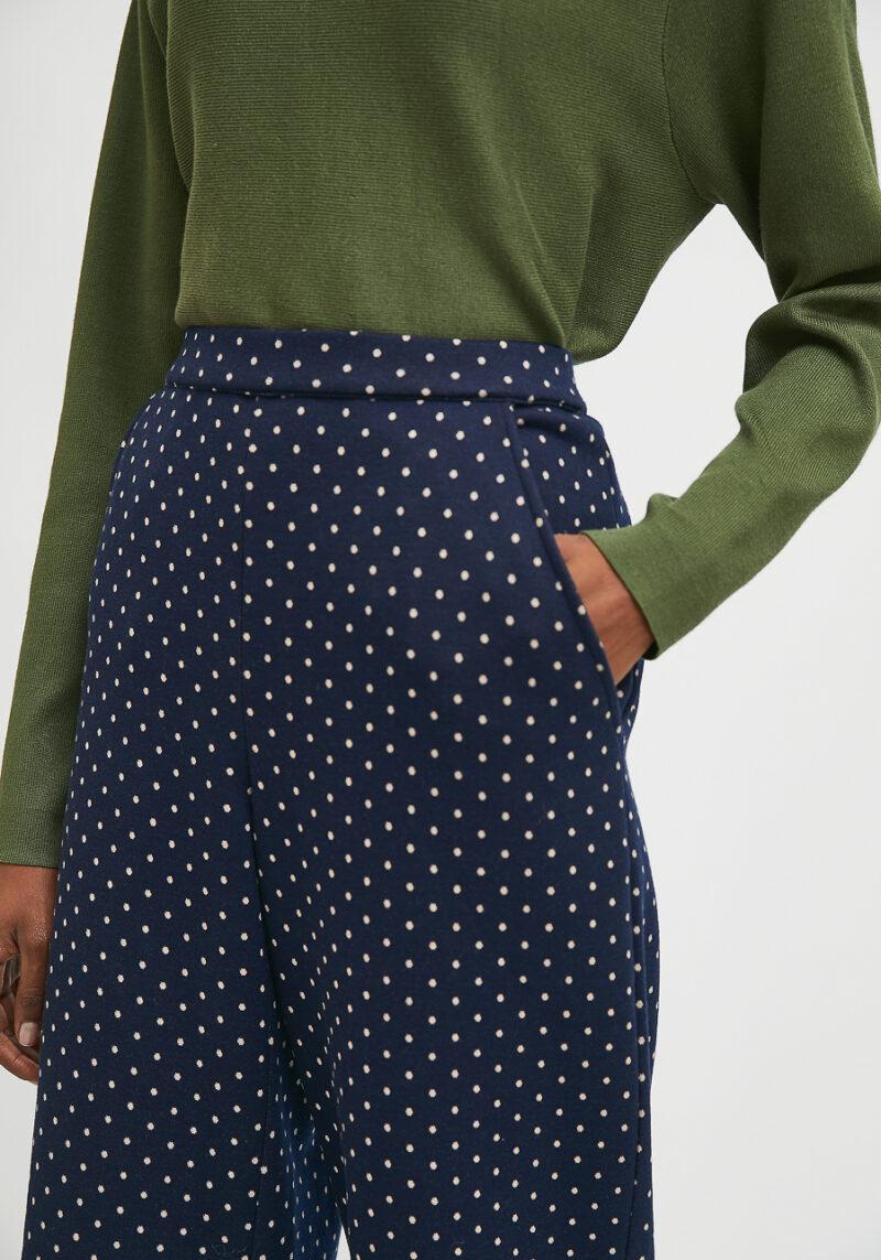 pantalones-azules-marino-con-lunares-blancos